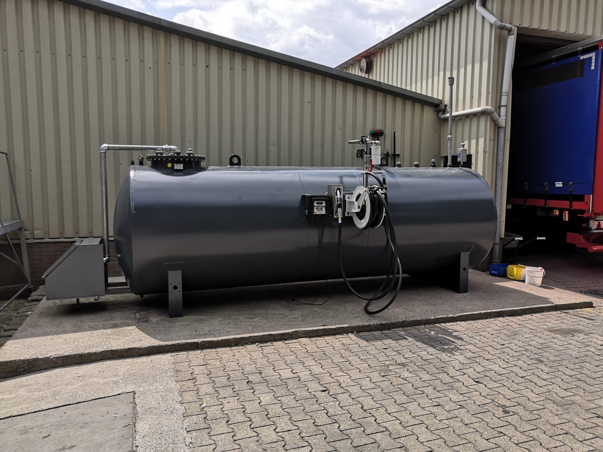 10000 liter tank
